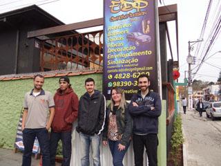 Edson Mattos e sua equipe de funcionários