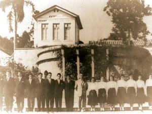 A primeira turma de formandos do colégio, que contou com nomes como Roberto Botacin, Raul Zampol, Celso Gonçalves e Odani de Lima