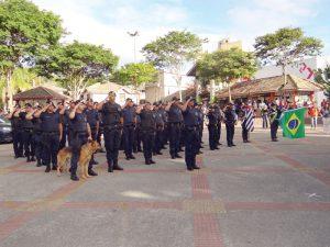 Comandante Lima (a frente) é o novo líder da GCM de Ribeirão Pires